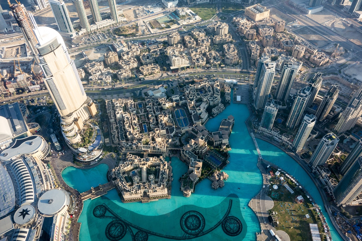 Directly below us: the Dubai Fountain and Lake and surrounding buildings (the tall tower on the left is the infamous The Address which caught fire in 2015 and still undergoing repairs)