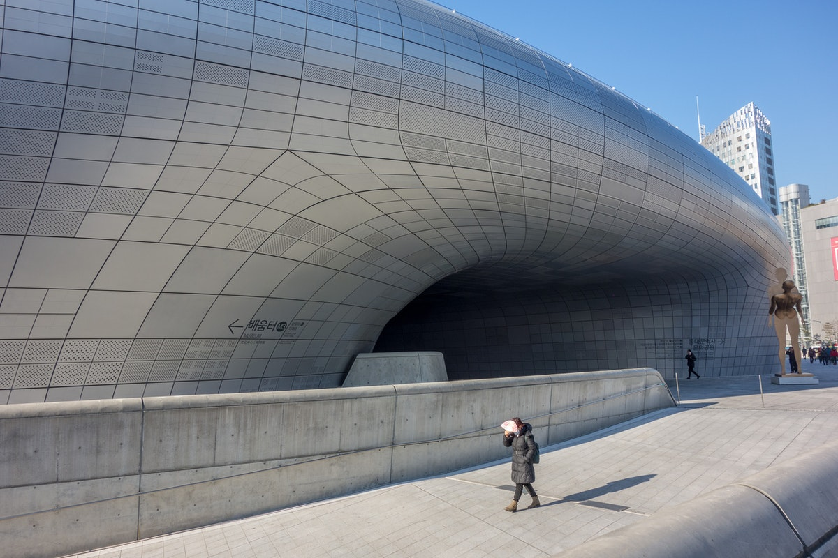 Dongdaemun Design Plaza - Passage to the inner semi-enclosed courtyard